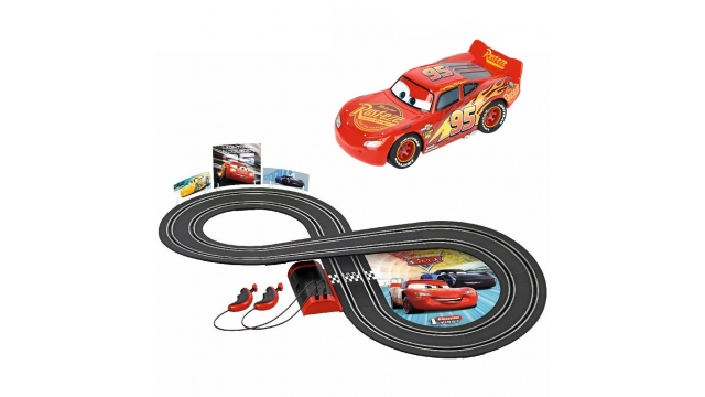 Carrera First Disney Cars Racebaan 2,4 m + 2 Auto's