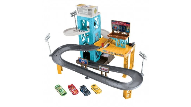 Cars 3 Motorised Garage/Raceset met 4 Auto's